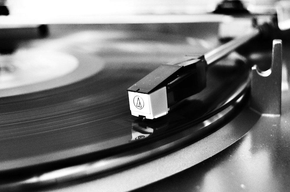 vinyl-record-on-vinyl-player-707697.jpg