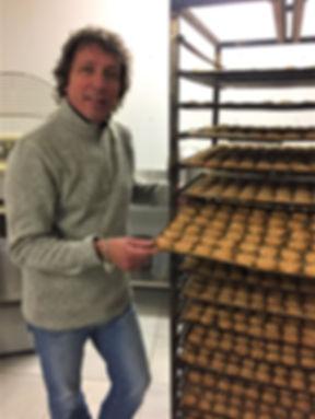 Régis à la biscuiterie d'Azur