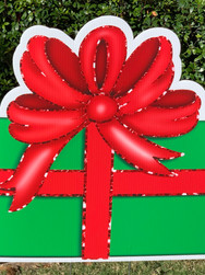 GREEN RED GIFT BOX