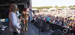 5000 people at JUT80s ABBA band
