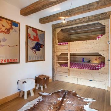 Kids bunkroom (sleeps 4)