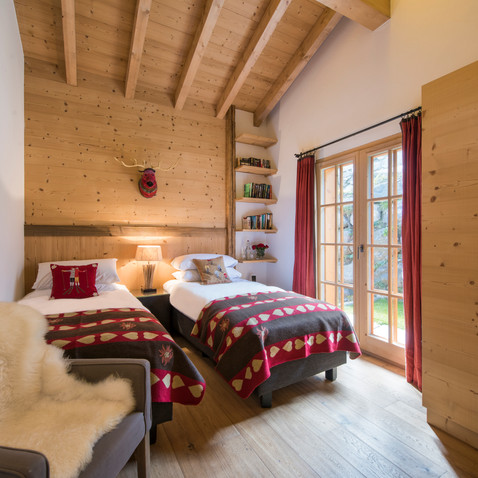 Bedroom 2 (twin with ensuite)