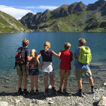 Hiking at Lac de Vaux