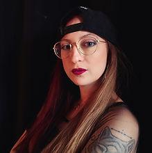 Athenalys est une DJ originaire de la région toulousaine. Attirée depuis toujours par la musique électronique, c'est naturellement qu'elle s'est mise à parcourir les raves et les free party il y a un peu plus de 10 ans. C'est en 2019 qu'elle se décide à apprendre le DJing en jouant de la Hardtek et de la Trance Progressive, puis c'est auprès de l'association Anomalik qu'elle fera ses premiers pas sur scène. Aujourd'hui elle se spécialise dans des DJsets aux sonorités plus dures qu'à ses débuts, entre Hardcore et Frenchcore et parfois tout de même une touche Hardtek, et elle continue de nous surprendre en rejoignant l'association Sonik'Art Records. En parallèle elle intègre depuis Janvier 2021 le label NBM Records avec son side-project Endless Lights. A n'en pas douter, le début d'une très grande aventure !