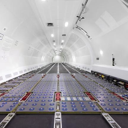 Main Deck B737-800SF