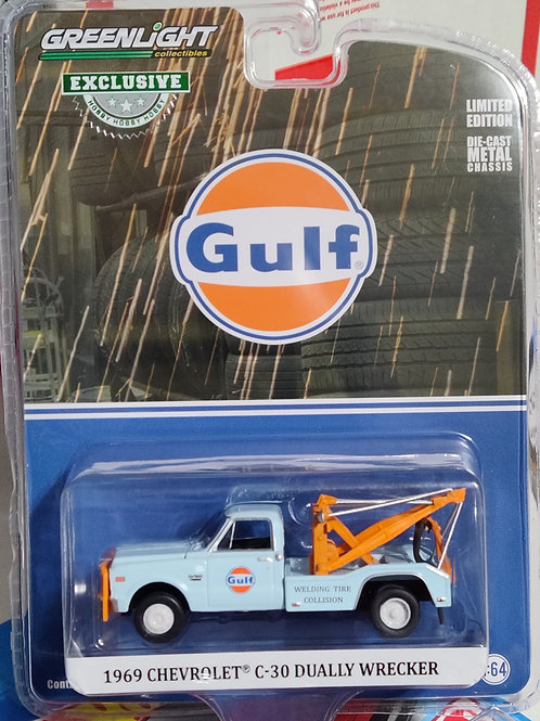 GreenLight  Hobby Exclusives 1969 Chevy C-30 Dually Wrecker --GULF