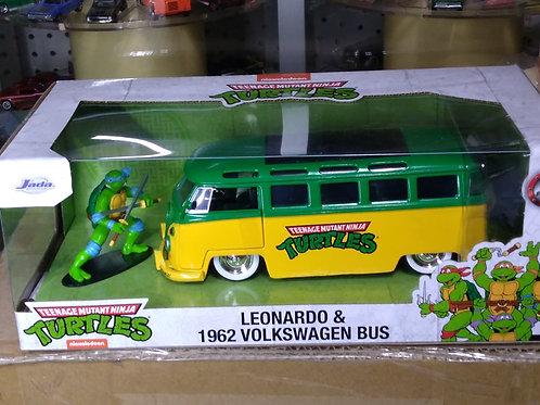 JADA Teenage Mutant Ninja Turtles VW Bus with Leonardo figure 1:24 Scale