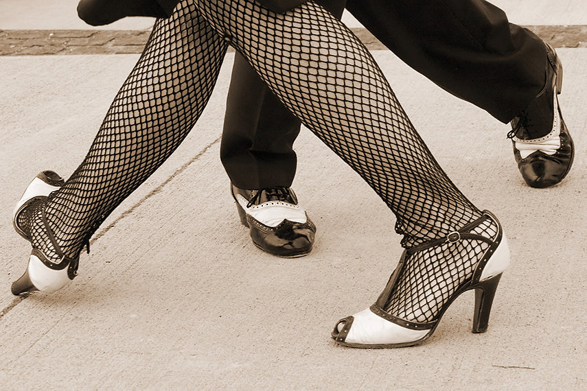 Füsse eines Tango Tanzpaars