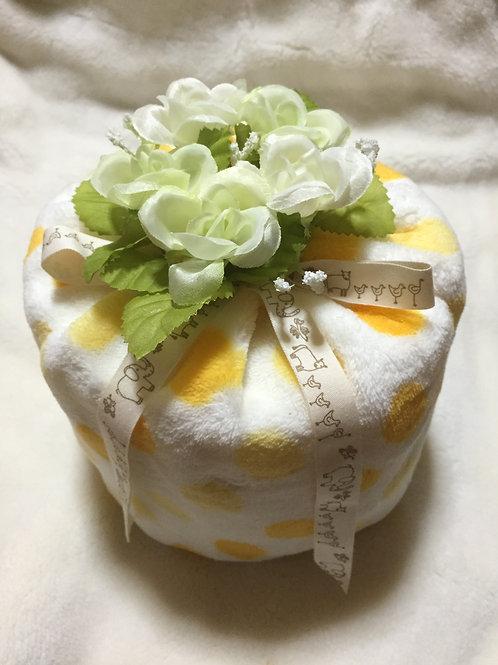 diaper cake (yellow)