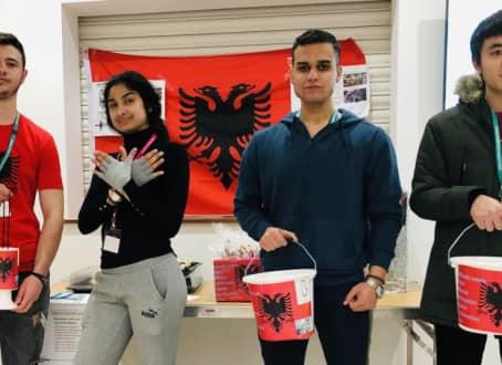Studentët mbledhin para për viktimat e tërmetit shqiptar