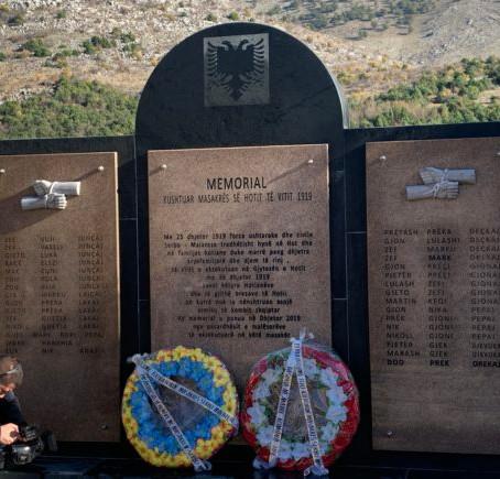 INAUGUROHET MEMORIALI KUSHTUAR VIKTIMAVE TË MASAKRËS SERBO-MALAZEZE NË HOT TË MALËSISË SË MADHE NË V