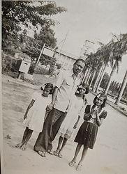Vidyadharatheertha Guruji with Daughters