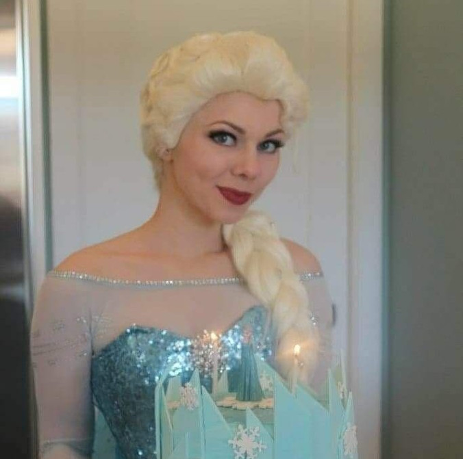 Snow Queen With Cake