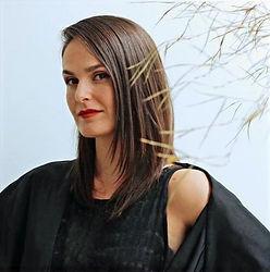 Camila Farina - Diretora da produtora cultural Maria Cultura e curadora da OPEN Feira de Design, feira de pequenos negócios locais com foco em Design em Porto Alegre, Rio Grande do Sul, Brasil.