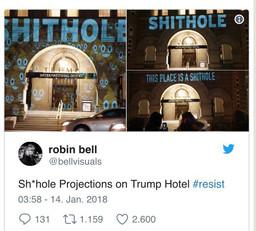 Слово «вонючая дыра» и Emoji на фасаде отеля Дональда Трампа