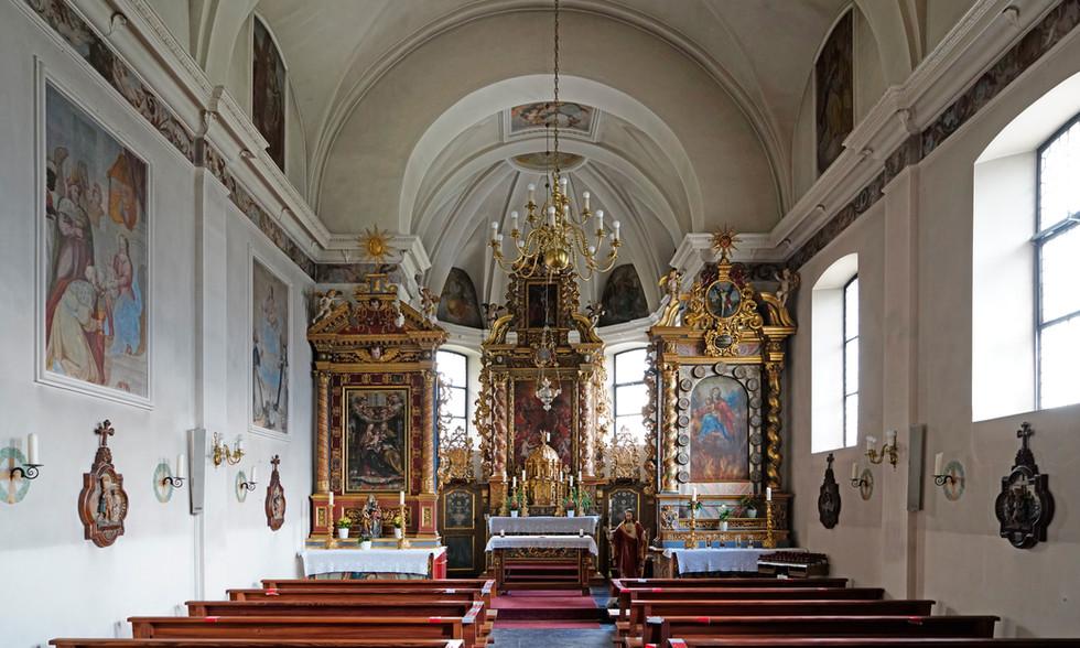 Innenraum der Pfarrkirche.jpeg