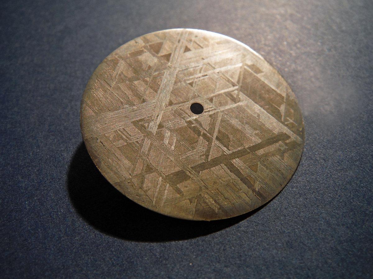 La fabrication du cadran extraterrestre de la Horae Volant Black Meteorite A49272_982fd82030ee4986a7be9b3d52910e05~mv2_d_4608_3456_s_4_2