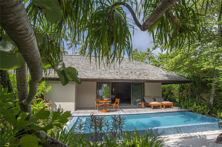 Deluxe-Beach-Pool-Villa