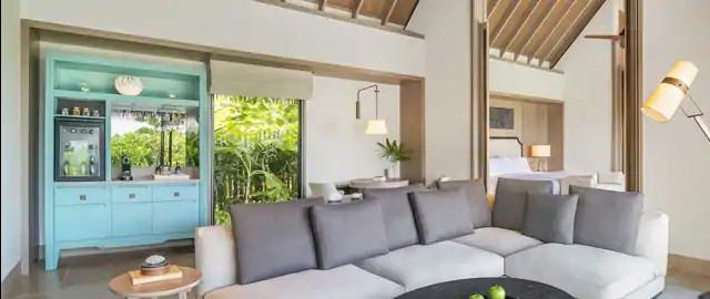 King Grand Beach Villa With Pool