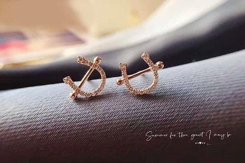 18K Solid Gold Horseshoe Stud Earrings