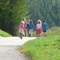 family-outing-421653_1920-2000.jpg