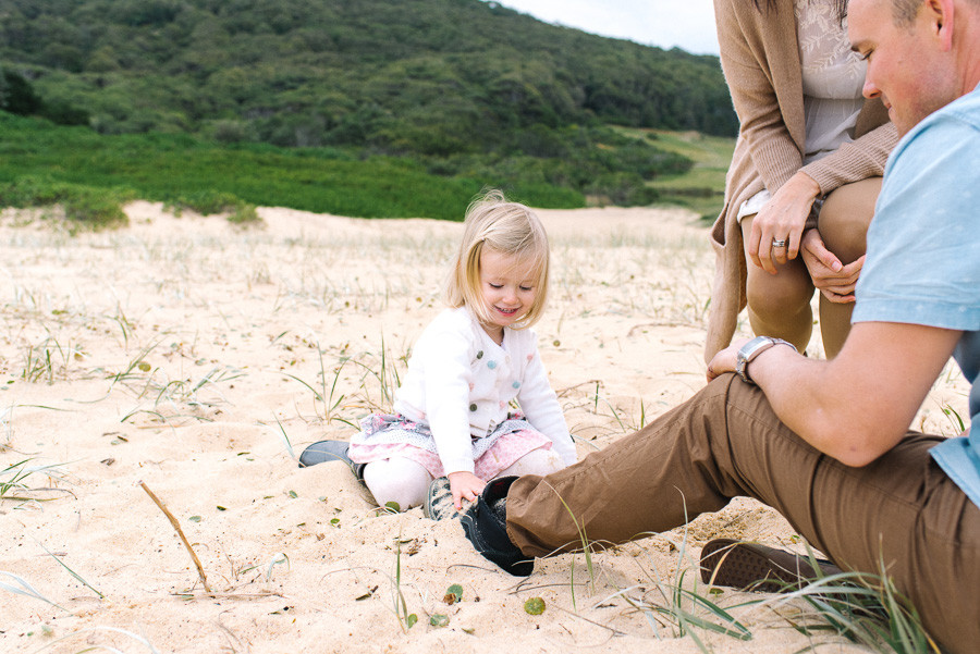 bec-peterson-newcastle-glenrock-beach-family-portrait-lifestyle-natural-light-photographer-australia
