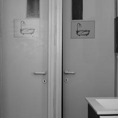 חדר מקלחות אינטימי.jpg