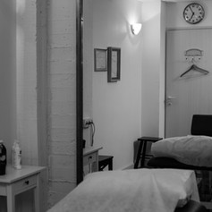 חדר טיפולים מפנק (1).jpg