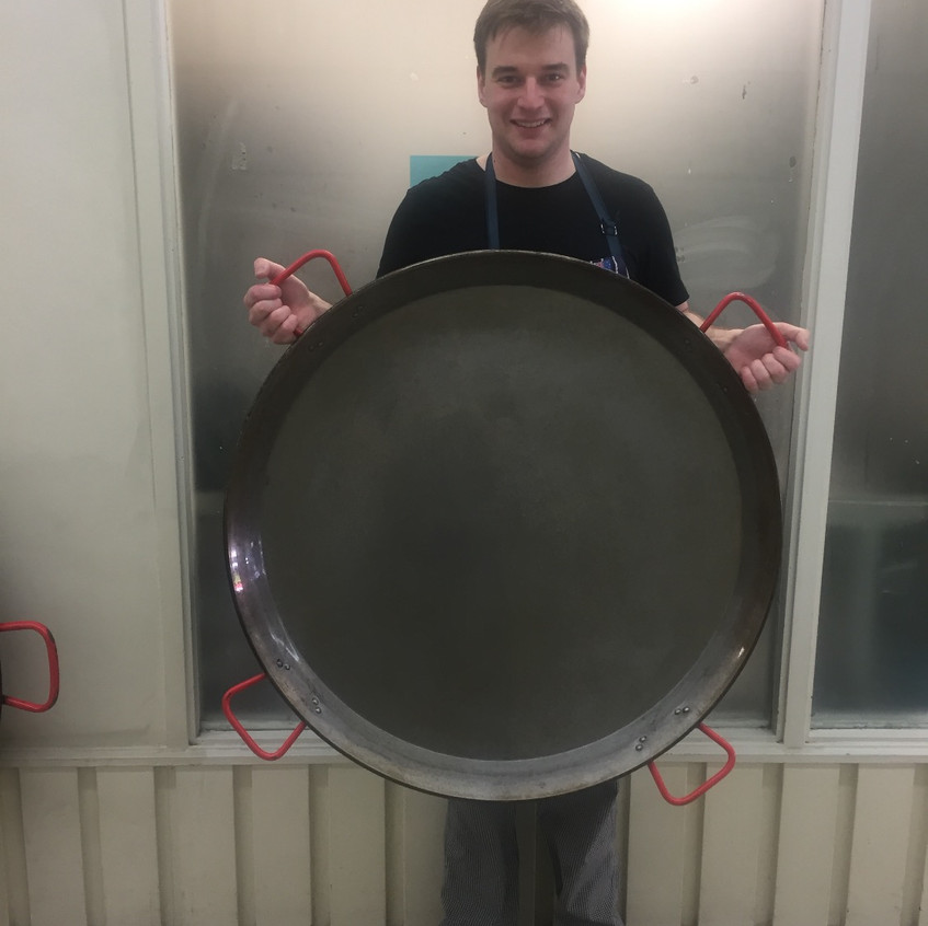 90cm paella pan - perfect for birthdays of under 50 people.