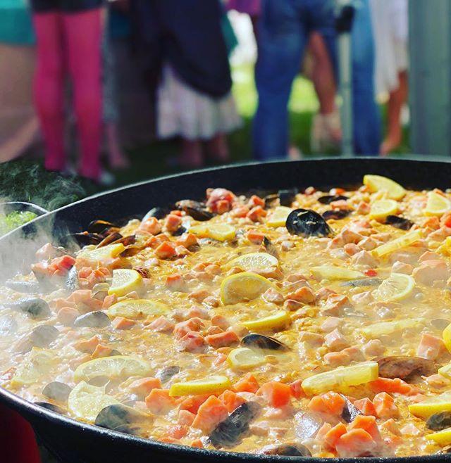 wedding catering paella