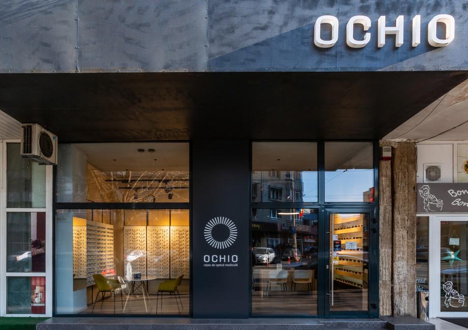 design interior fatada magazin optica oc