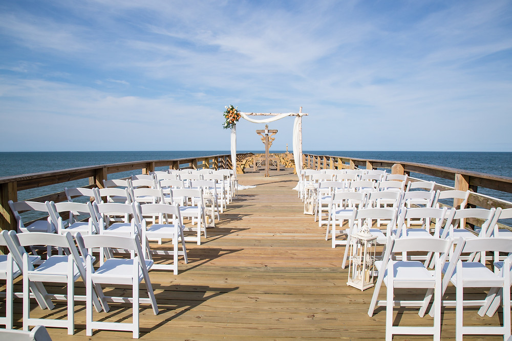 Wedding at the Hilton Garden Inn Kitty Hawk Pier House.  Katiedid Photography