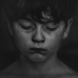 alone-black-and-white-boy-child-551590.j