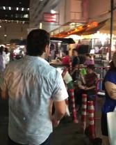 Um dos mercados locais Bangrak Bazar par