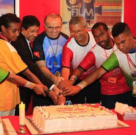 Nunicio cutting cake with students