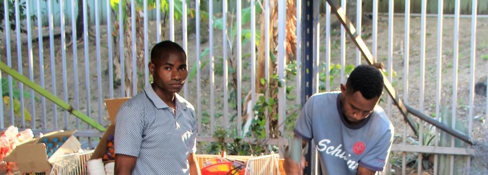 Ezron Thomas and Chapau Pamaraka crushin