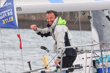 Pierre Quiroga (skipper Espoir CEM) toujours en tête de la Solo Maître CoQ
