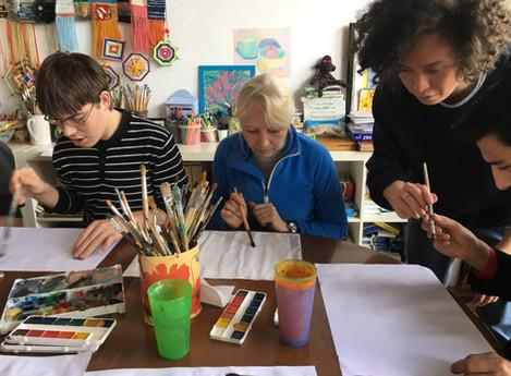 Художник Адиль Аубекеров провёл мастер-класс для детей фонда Дети Марии