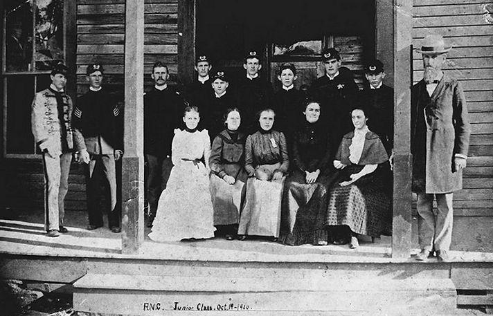Reinhardt 1900 junior class.JPG