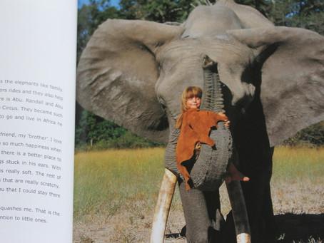 フランス人の少女とアフリカの動物たち