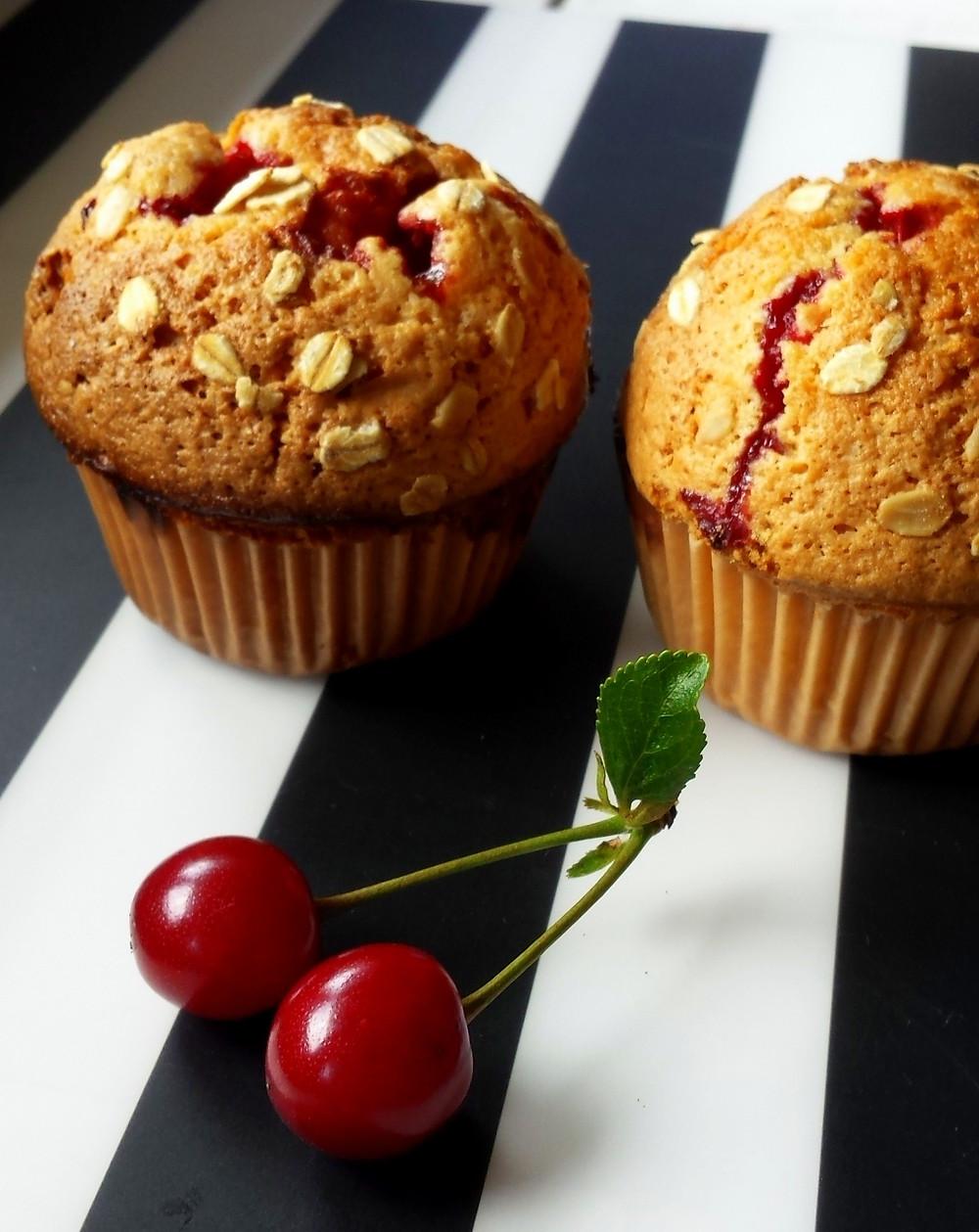 Muffiny pełnoziarniste z wiśniami