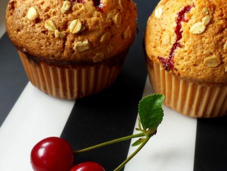 Muffiny pełnoziarniste z wiśniami (206kcal)