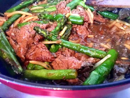 Stir-fry ze szparagami i wołowiną (319kcal)