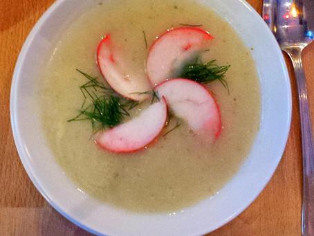 Zupa krem z pietruszki i pieczonego jabłka (250 kcal)
