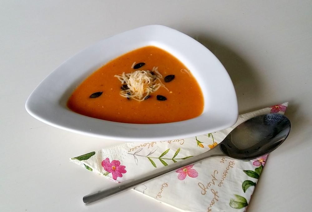 Krem cukiniowy z pomidorem
