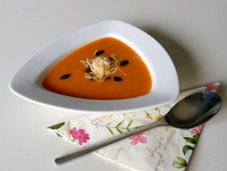 Krem cukiniowy z pomidorem (329 kcal)