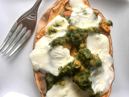 Bataty faszerowane szpinakiem, soczewicą oraz mozzarellą (560 kcal)