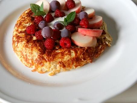 Owsiany placuszek z jogurtem i owocami (404kcal)