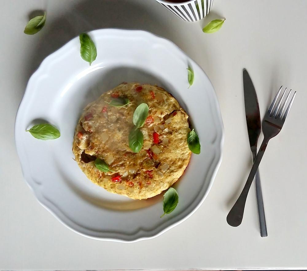 Omlet curry z suszonymi pomidorami