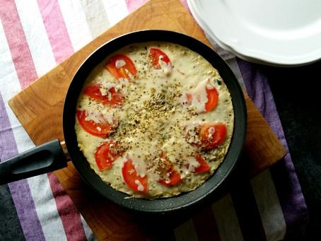 Letnia frittata z cukinią i pomidorami (403 kcal)